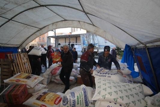 Sındırgıdan İdlibe yardım tırı gönderildi