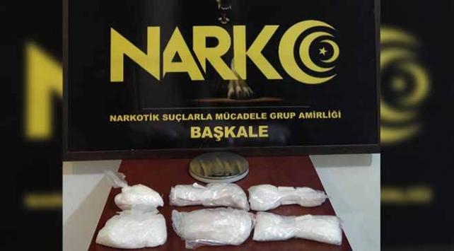 Vanda davlumbaza uyuşturucu gizlediği belirlenen şüpheli tutuklandı