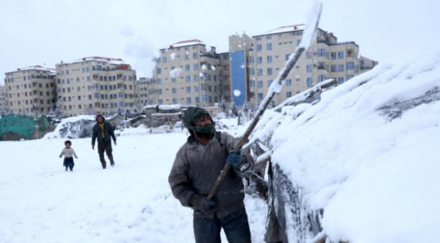 Kar yağışı Pakistanı olumsuz etkiliyor: Ölü sayısı 57ye çıktı