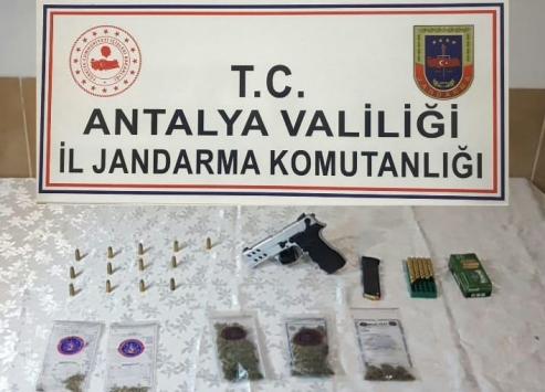 Antalyada uyuşturucu operasyonunda 2 kişi gözaltına alındı