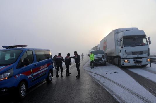 Edirnede zincirleme trafik kazası otoyolda ulaşımı yarım saat aksattı