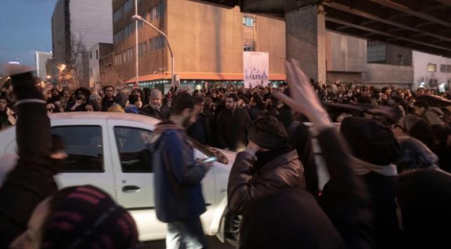 Tahranda yaklaşık 30 gösterici gözaltına alındı