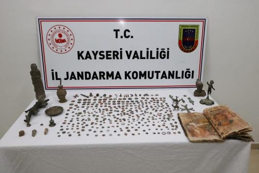 Kayseride tarihi eser kaçakçılığı operasyonunda 10 şüpheli yakalandı