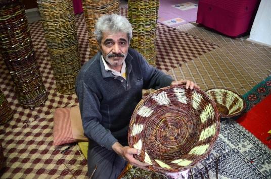 Hizanlı usta 40 yıldır söğüt dallarını sepete dönüştürüyor