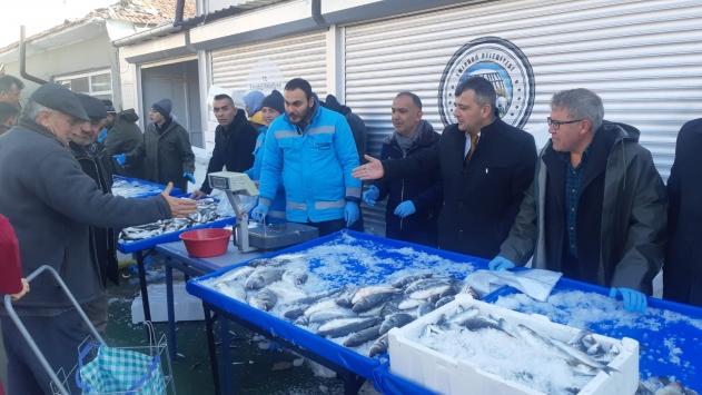 Emirdağda balık fiyatını yükselten esnafa kızan belediye tanzim satışına başladı