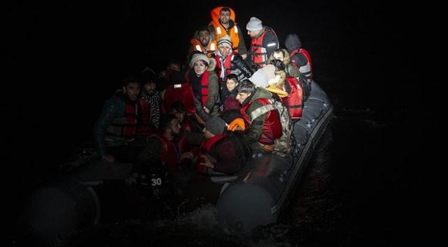 221 düzensiz göçmen lastik botların içinde yakalandı