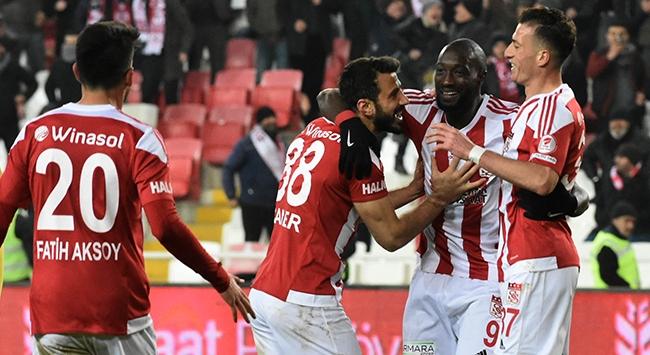Sivasspor avantajı kaptı