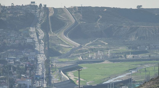 Pentagon, Meksika sınırındaki duvara fon aktarmaya hazır