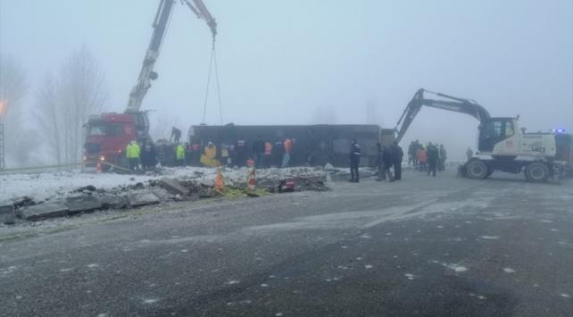 Konya-Isparta kara yolunda yolcu otobüsü devrildi: 29 yaralı