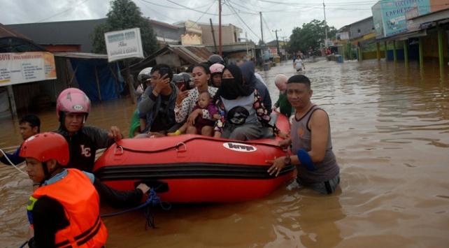 Endonezyada sel binlerce kişiyi etkiledi