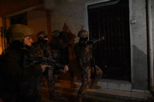 Adanada uyuşturucu satışından hüküm giyenlere yönelik operasyon