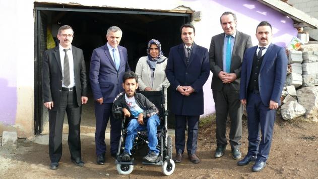 Tokatta bedensel engelli kişiye tekerlekli sandalye verildi