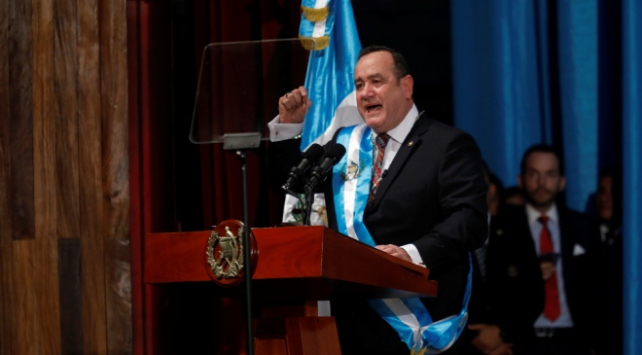 Guatemalanın yeni Devlet Başkanı Giammattei görevine başladı