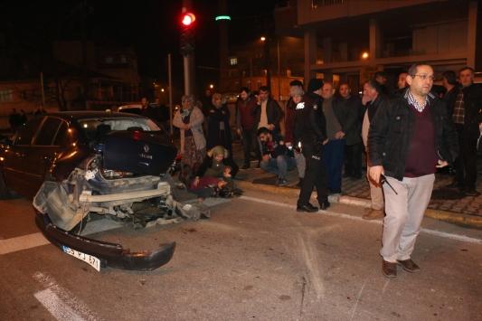 Samsunda iki otomobil çarpıştı: 3 yaralı