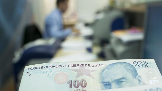 Kendilerini savcı ve polis olarak tanıtıp 24 kişiyi 603 bin lira dolandırdılar