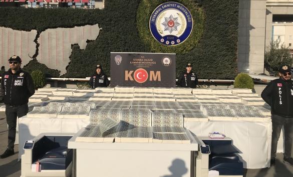 İstanbulda düzenlenen operasyonda sahte 127 milyon 500 bin dolar ele geçirildi