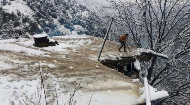 Pakistan karla boğuşuyor: 95 ölü