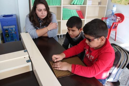 Görme engelli Ahmetten sınıf arkadaşlarına anlamlı destek