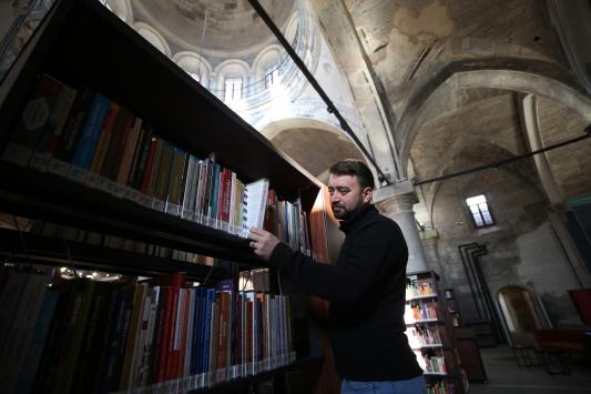 Kayseride kiliseden dönüştürülen kütüphane hizmet vermeye başladı