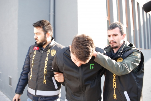 Ataşehirde trafikte çıkan kavgaya ilişkin gözaltına alınan 3 kişiden 2si adliyeye sevk edildi