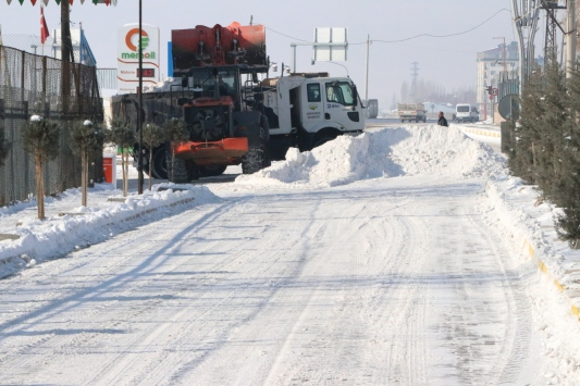 Özalpta karla mücadele çalışmaları