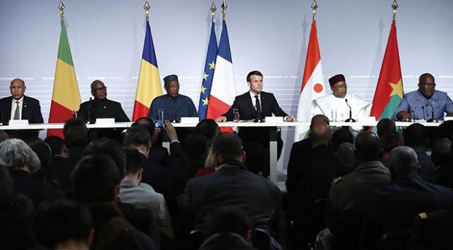 Fransa Afrikadaki askeri varlığını artırıyor