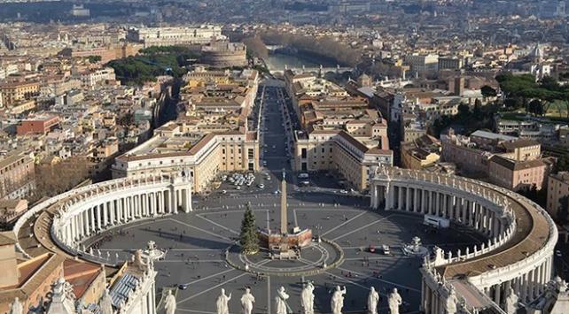 Vatikan dışişlerinin iki numarasına bir kadın atandı
