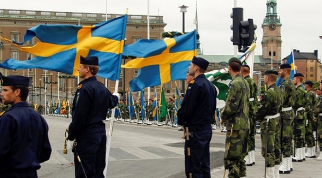 """İsveçte """"sahte subay"""" skandalı: 20 yıl görev yapmış"""