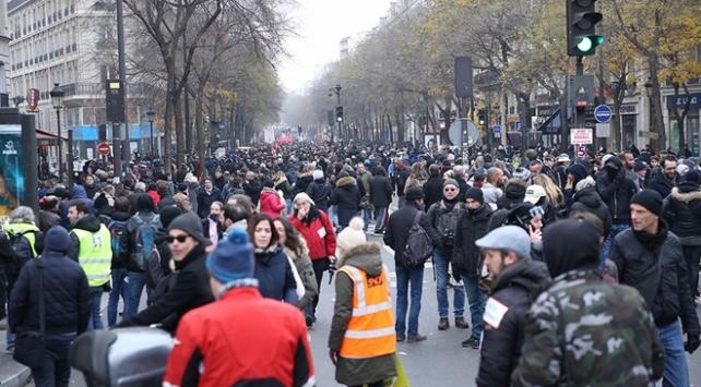 Fransada sendikalardan yeni eylem çağrısı