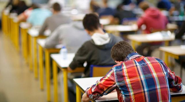 Üniversite sınavında ilk 10 bine giren öğrencilere burs müjdesi