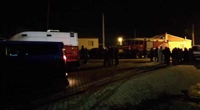 İzmirde evde çıkan yangında çatı çöktü: 11 yaşındaki kız öldü