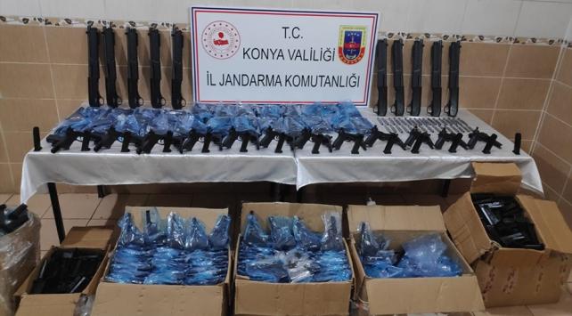 Konyada kargo aracından 510 kaçak silah çıktı