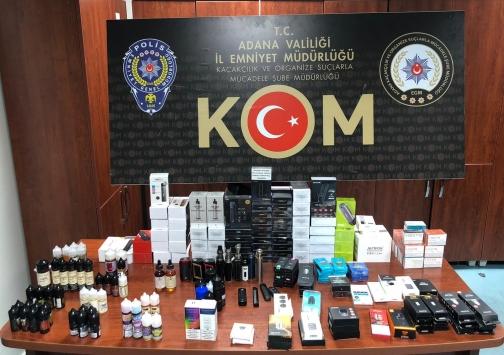 Adanada iş yerindeki gizli bölmeden kaçak elektronik sigaralar çıktı