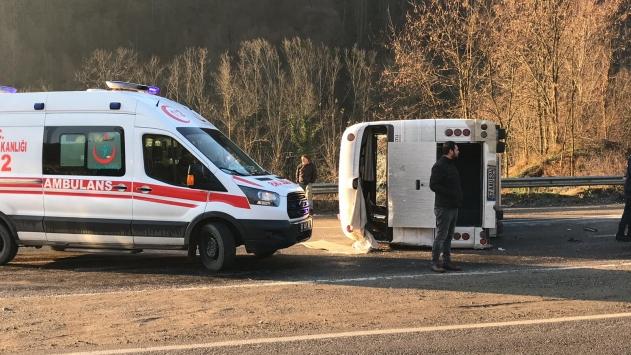Zonguldakta işçi servisi devrildi: 7 yaralı