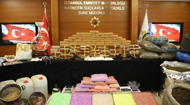 İstanbulda çok sayıda uyuşturucu ele geçirildi, 13 kişi tutuklandı