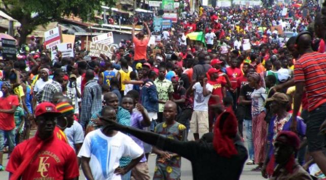 Ginede muhalefet protestolara ara verdi
