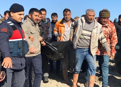 Mersinde denizde kaybolan iki bekçiden birinin cansız bedeni bulundu