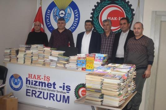 Erzurumdan Balıkesirdeki köy okuluna kitap desteği