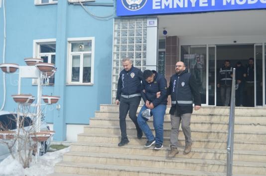 Afyonkarahisarda evlerden hırsızlık yaptıkları iddiasıyla 3 zanlı yakalandı