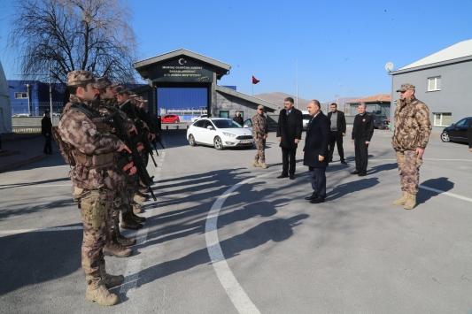 Vali Günaydın, özel harekat polislerini ziyaret etti