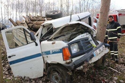 Samsunda kamyonet ağaca çarptı: 1 ölü, 2 yaralı