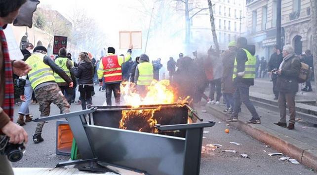 Fransada emeklilik reformu gösterilerinde 11 kişiye gözaltı