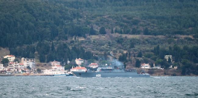 Rus askeri gemileri Çanakkale Boğazından geçti