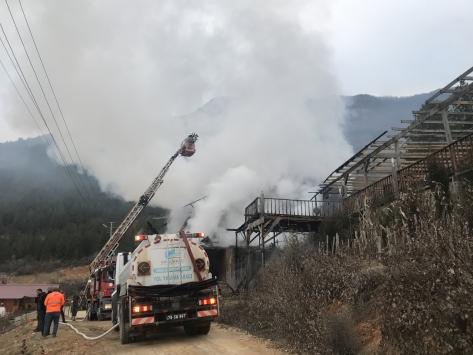 Karabükte çıkan yangında 3 katlı iş yerinde hasar oluştu