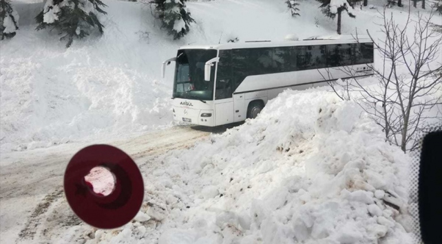 Mersinde karda mahsur kalan öğrenciler kurtarıldı