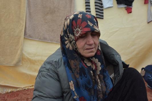 """Ailesinden 13 kişiyi kaybeden İdlibli anne, """"Uçak sesi, yitirdiğim evlatlarımı ve acılarımı hatırlatıyor"""""""
