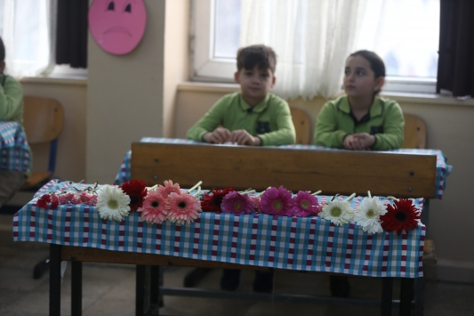 Düzcede geçen yılki selde ölen ikizlerin sınıfında buruk karne töreni