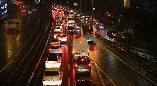 İstanbulda trafik yoğunluğu yüzde 80