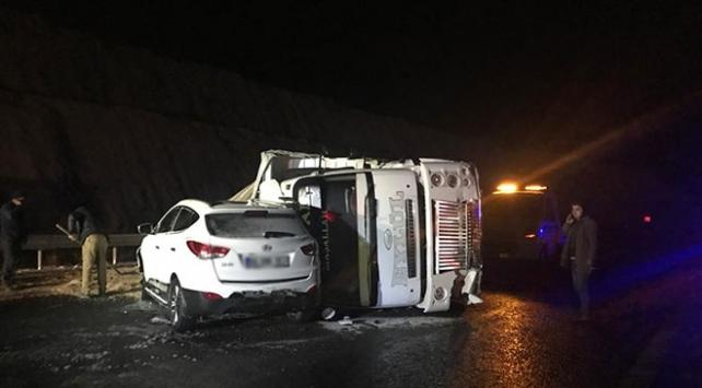 Niğdede zincirleme trafik kazası: 3 ölü, 12 yaralı