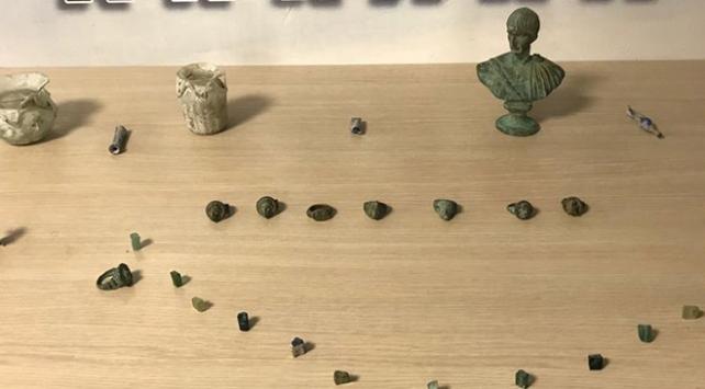 Ankarada asayiş uygulamasında 2 bin 200 gram uyuşturucu ve 45 tarihi eser ele geçirildi